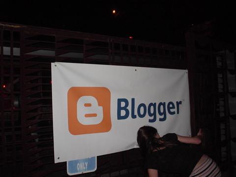 Blogger sign